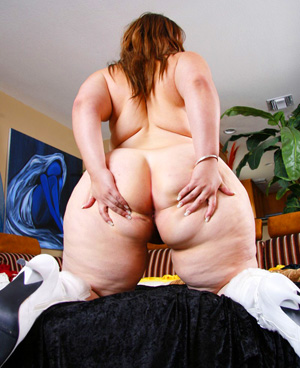 Pear Ass SSBBW Spreading Her Fat Bubble Butt