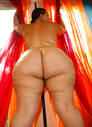 Fat girl ass nude