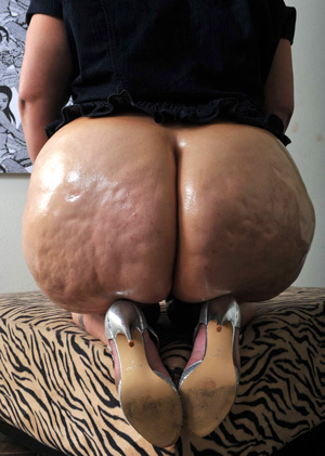 Big Jiggly Cellulite Booty Clapping